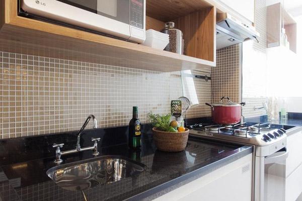 cozinha-pequena-decorada-com-pia-de-granito
