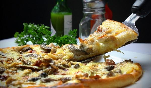 jantar em casa, receber amigos, pizza