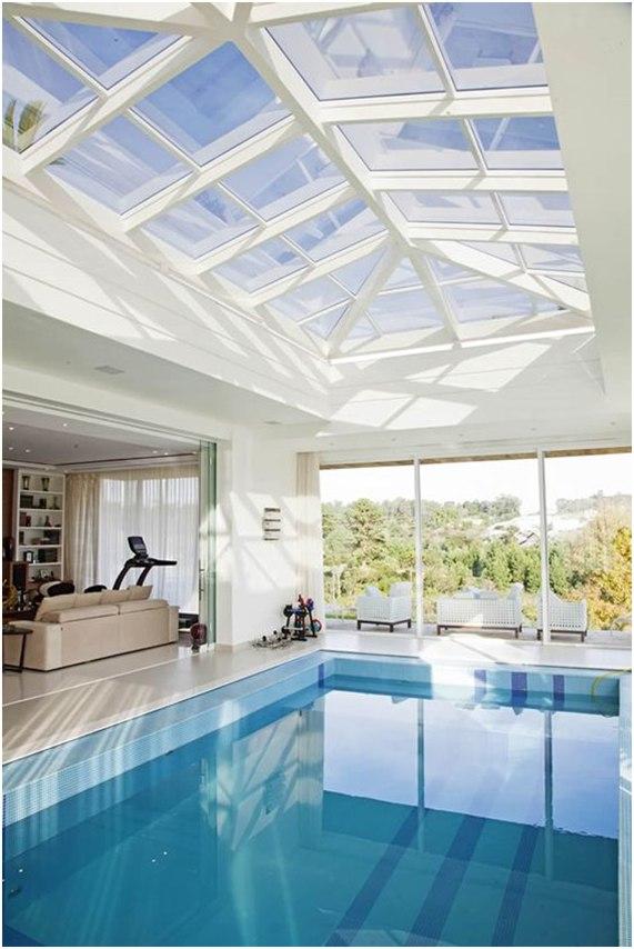 Piscina dentro de casa – ideias de decoração