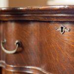 Dicas para restaurar móveis antigos com verniz