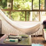 Decoração com rede e balanço dentro de casa