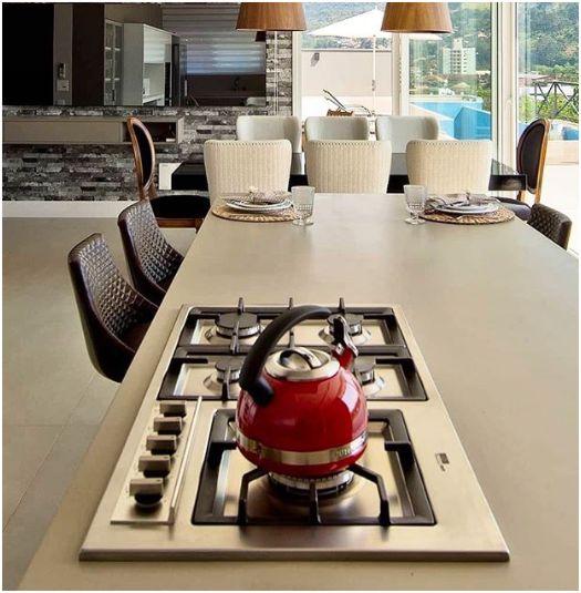 Decoração de cozinha com fogão cooktop