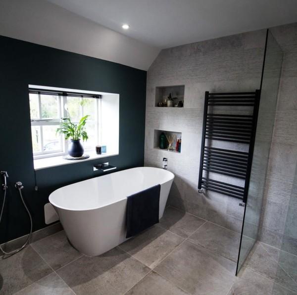 Decoração de banheiro com banheira clean