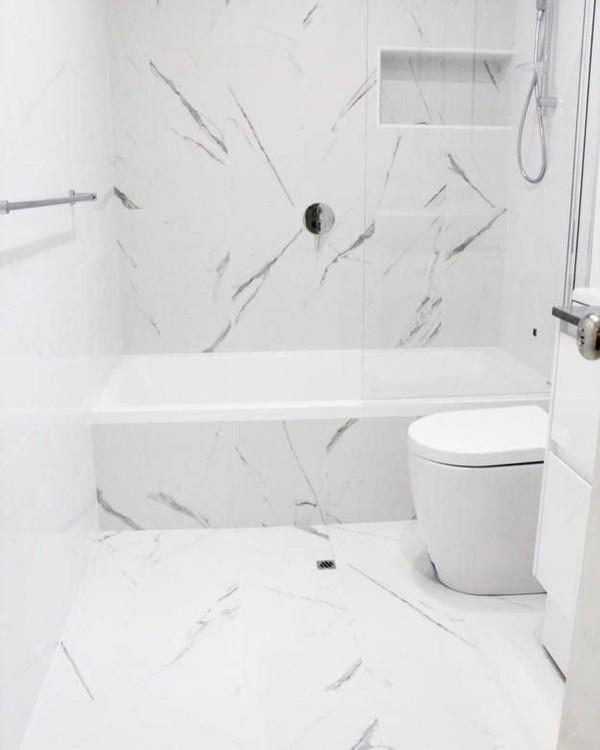 Decoração de banheiro com banheira