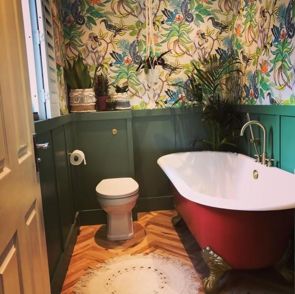 Decoração de banheiro com banheira vintage